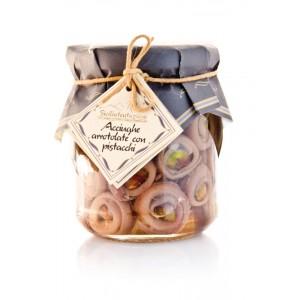 Acciughe arrotolate con pistacchi